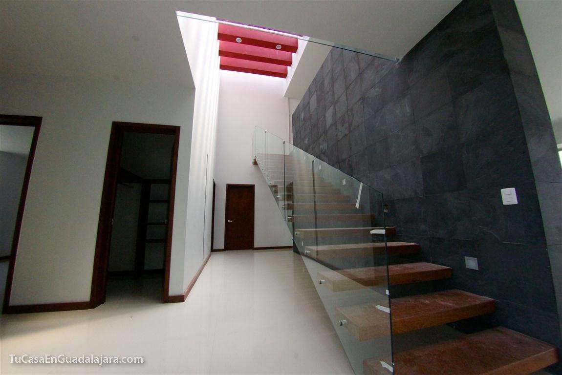 galera de fotos de las escaleras de algunas casas que hemos construido en guadalajara