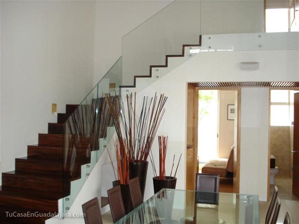 Escaleras de de casas construidas en guadalajara zapopan y tlajomulco - Casas con escaleras interiores ...