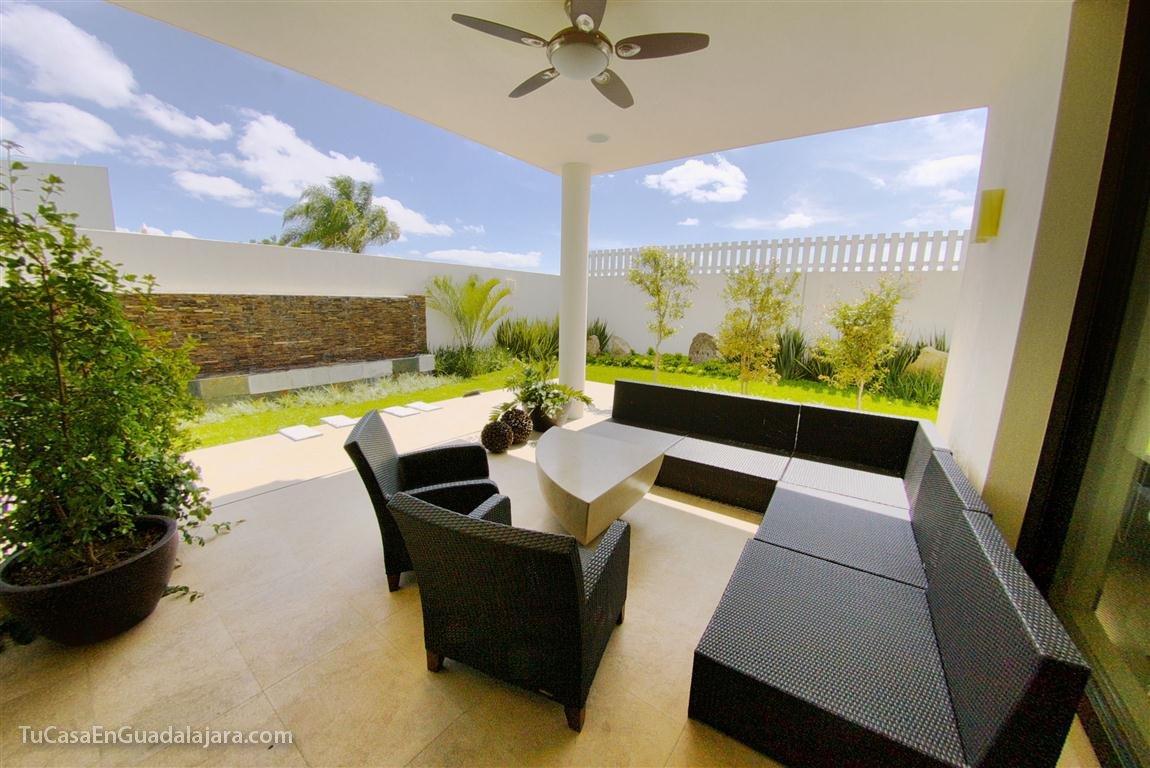 Terrazas de casas en guadalajara zapopan y tlajomulco for Casas con balcon y terraza