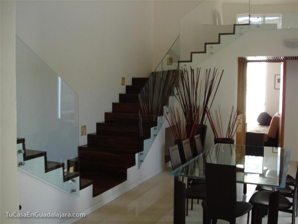 Escaleras de de casas construidas en guadalajara zapopan for Escaleras en salas de casas