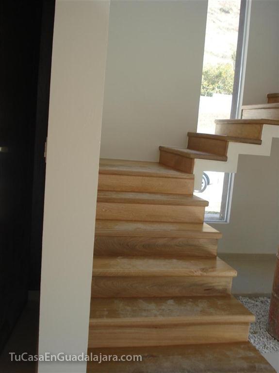 Escaleras de de casas construidas en guadalajara zapopan for Escaleras para casas de 2 pisos
