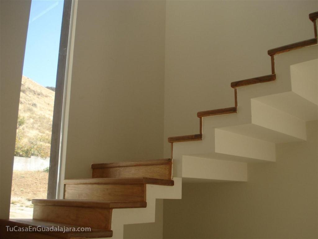Escaleras de de casas construidas en guadalajara zapopan for Imagenes escaleras modernas